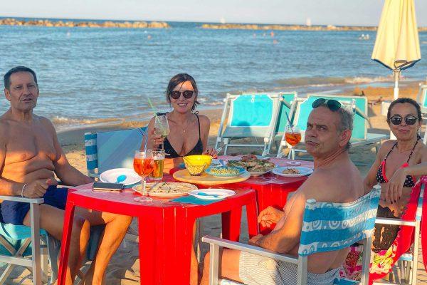 aperitivo-in-spiaggia-pesaro